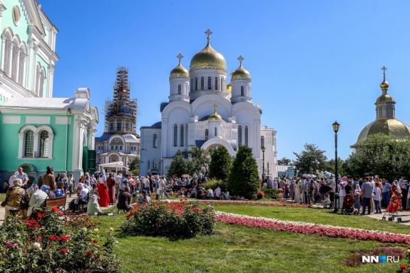 Во время торжеств Дивеево традиционно посещают больше десятка тысяч паломников