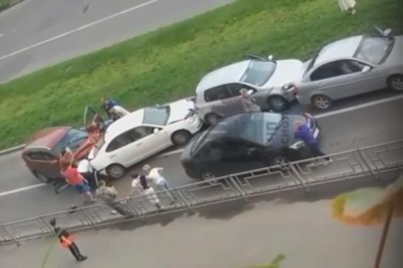 В аварии из четырех авто на правом берегу Красноярска пострадал ребенок