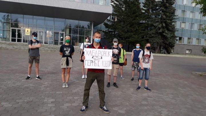 Пермяки провели акцию в поддержку протестующих в Хабаровске. Семерых человек задержали