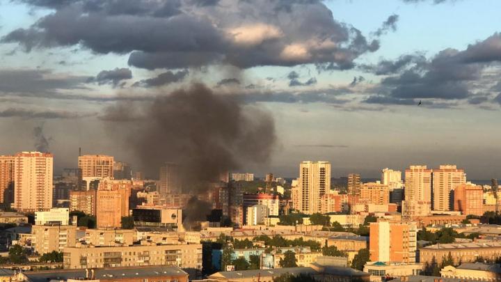 Около Центрального рынка загорелся двухэтажный павильон