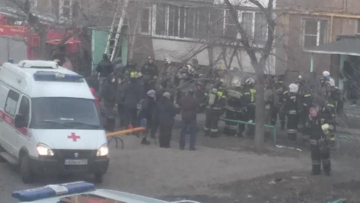 На пожаре в пятиэтажке погиб челябинец, трое пострадавших в больнице