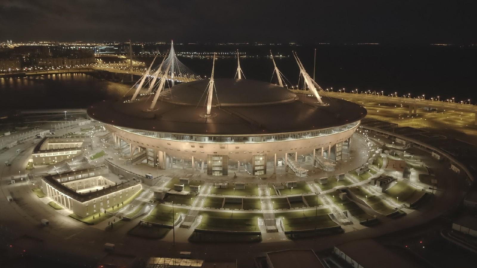 В честьчемпионства «Зенита» стадион в победную ночь стал золотым
