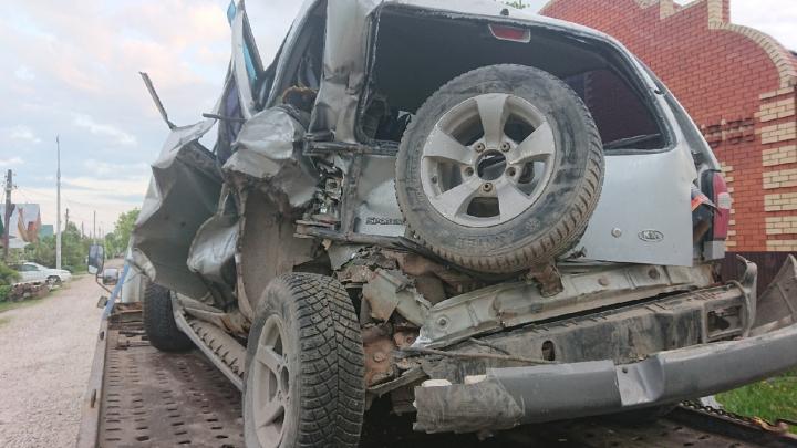 «Закрыл собой пятимесячную дочку»: в ДТП на Красавинском мосту пострадала семья