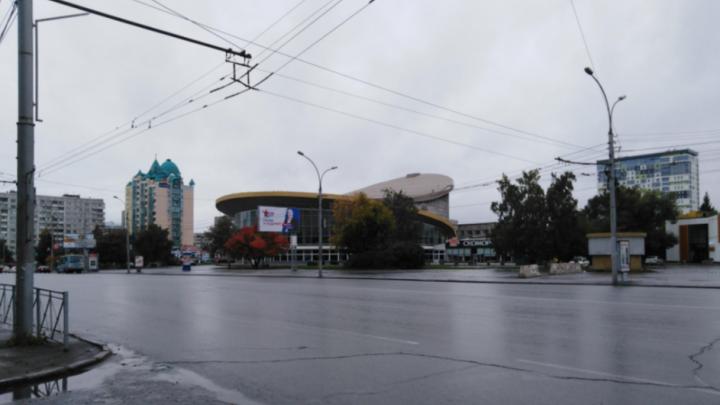 «Похоже на гарь, смешанную с чем-то химическим»: новосибирцы почувствовали странный запах в районе цирка