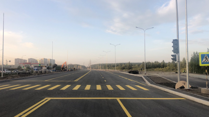 В Тюмени изменили схему движения по улице Мельникайте в сторону Дружбы. Это избавит от пробки?