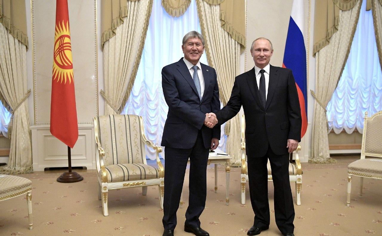 Алмазбек Атамбаев и Владимир Путин, в Санкт-Петербурге в 2017 году