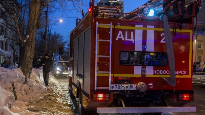 В Октябрьском районе загорелся гараж: внутри находился газовый баллон