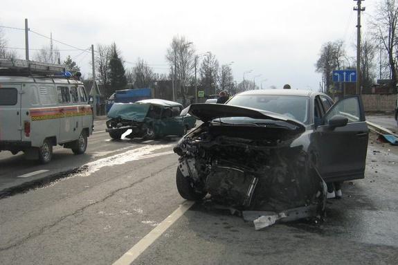 Авария на трассе М-8 случилась около полудня