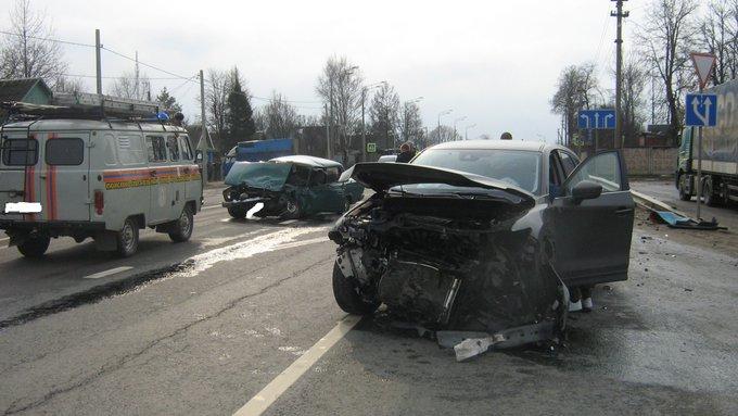 ДТП на трассе М-8: столкнулись «Мазда» и «семёрка», пострадали три человека
