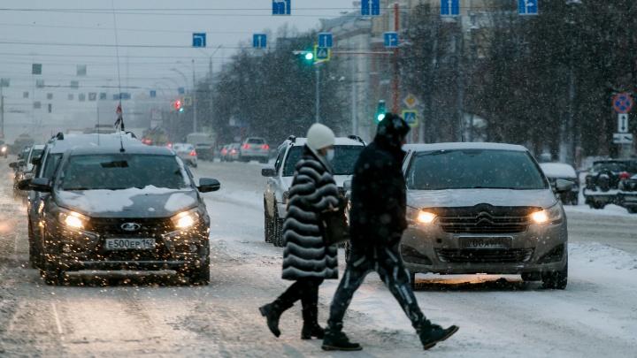 На двух загруженных перекрестках в Кемерово поменяли дорожные знаки. В мэрии рассказали зачем