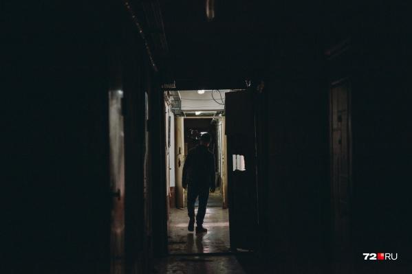 Девушку изнасиловали в одном из домов Ялуторовска на улице Красноармейской
