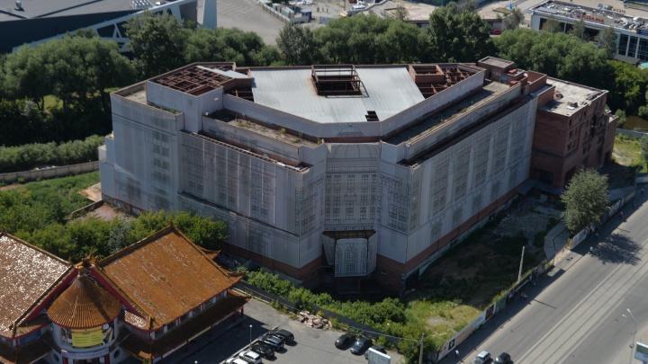 Мэр Екатеринбурга рассказал, что появится на месте недостроенной гостиницы у цирка