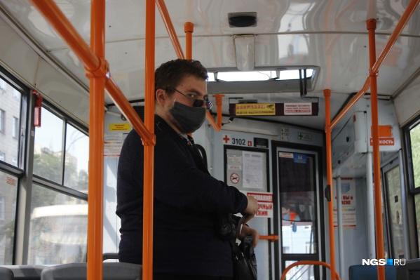 Кондукторы не могут рассчитать пассажира, пока он не наденет маску