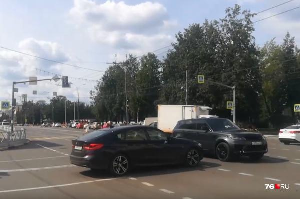 Перекрёсток в центре Ярославля остался без светофоров