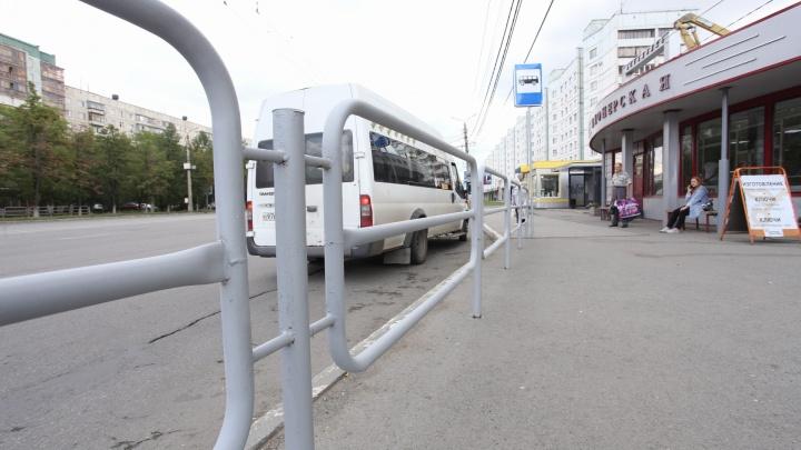 Пока в центре Челябинска сносят заборы, на Северо-Западе, наоборот, устанавливают серые ограждения