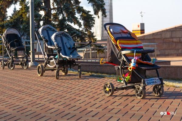 Право на финансовую поддержку имеют мамы с доходом меньше 5407 рублей