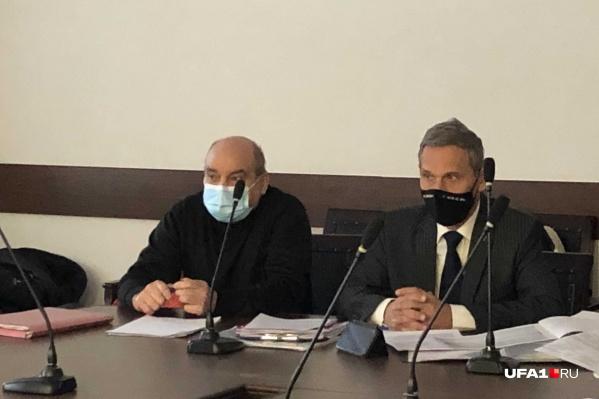 Активист Владимир Наумкин (справа)добился отмены одного из пунктов постановления правительства о расчете коммунальных услуг