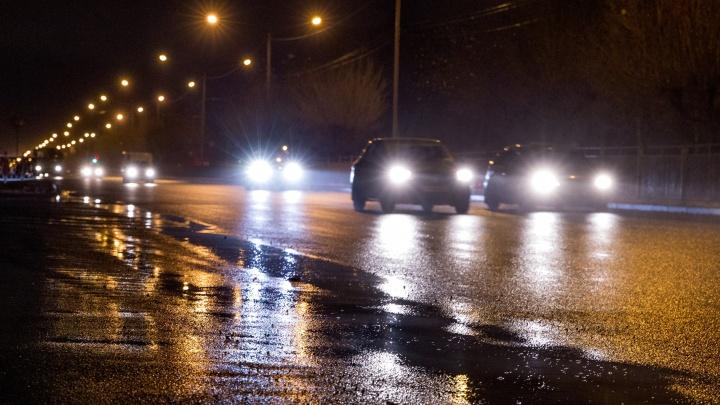 Не заметил в темноте: в Ярославской области фура переехала мужчину