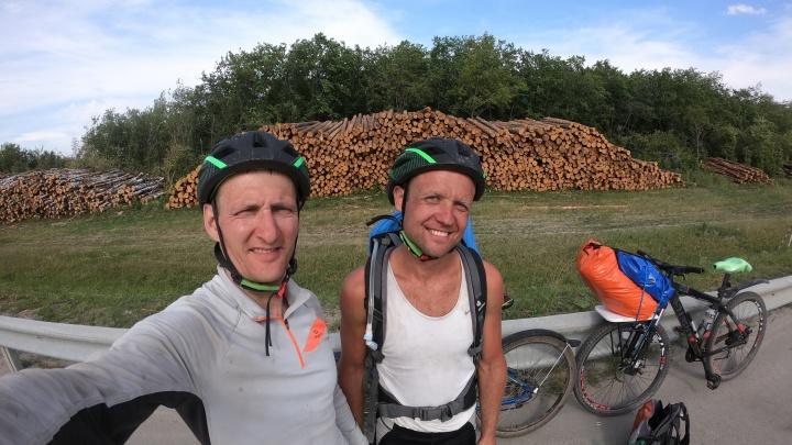 «На машине слишком скучно»: уралец проехал на велосипеде 230 км за день, добираясь до Тургояка