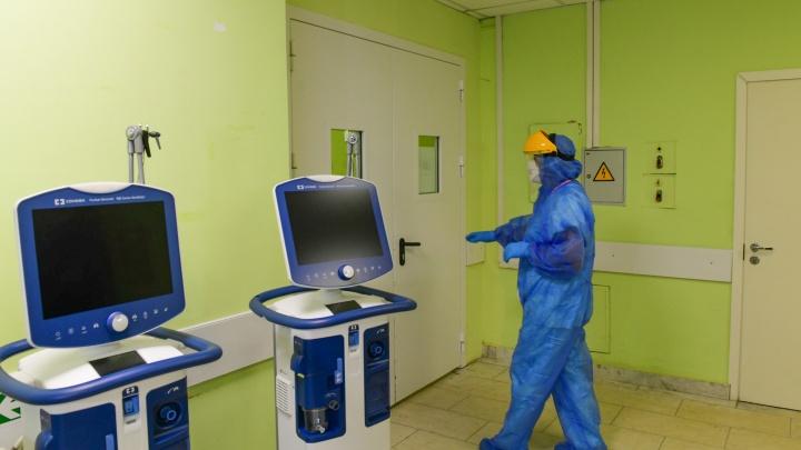 «Оборудование спасет много жизней». Бизнесмены купили для ковидного госпиталя новые аппараты ИВЛ