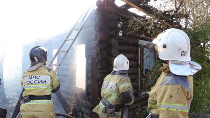 В Кургане на улице Пугачева произошел крупный пожар