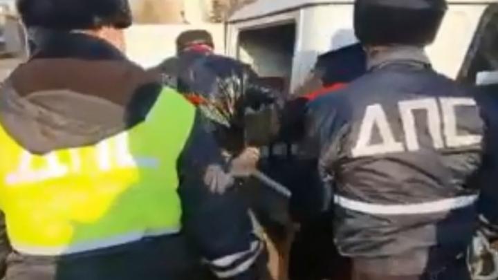 Жестокое задержание лидера движения «Стоп Камбарка» в Башкирии попало на видео