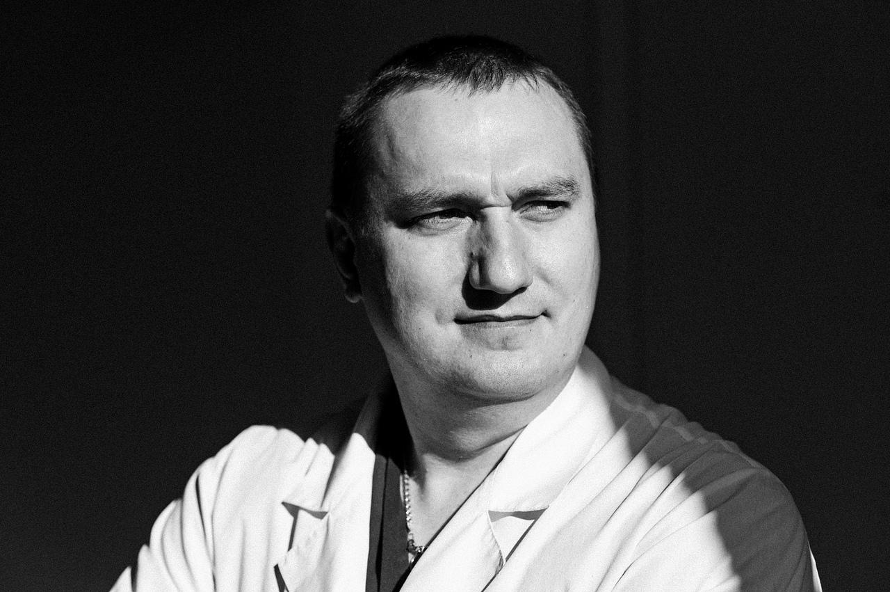 Врач отделения детской ортопедии Денис Долотин