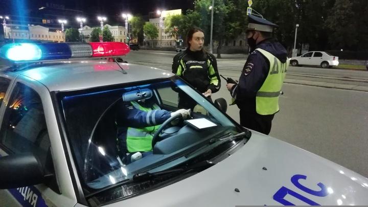 В Екатеринбурге сотрудники ГИБДД устроили охоту за уличными гонщиками
