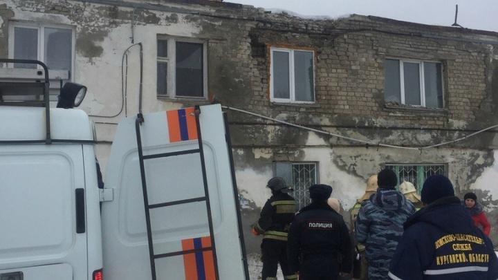 В Кургане обрушилась часть кирпичной стены многоквартирного дома. Прокуратура начала проверку