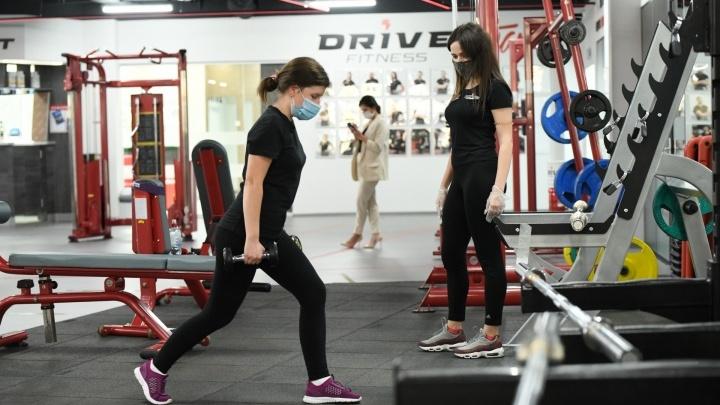 Много тренироваться и не есть: чем опасен такой метод похудения