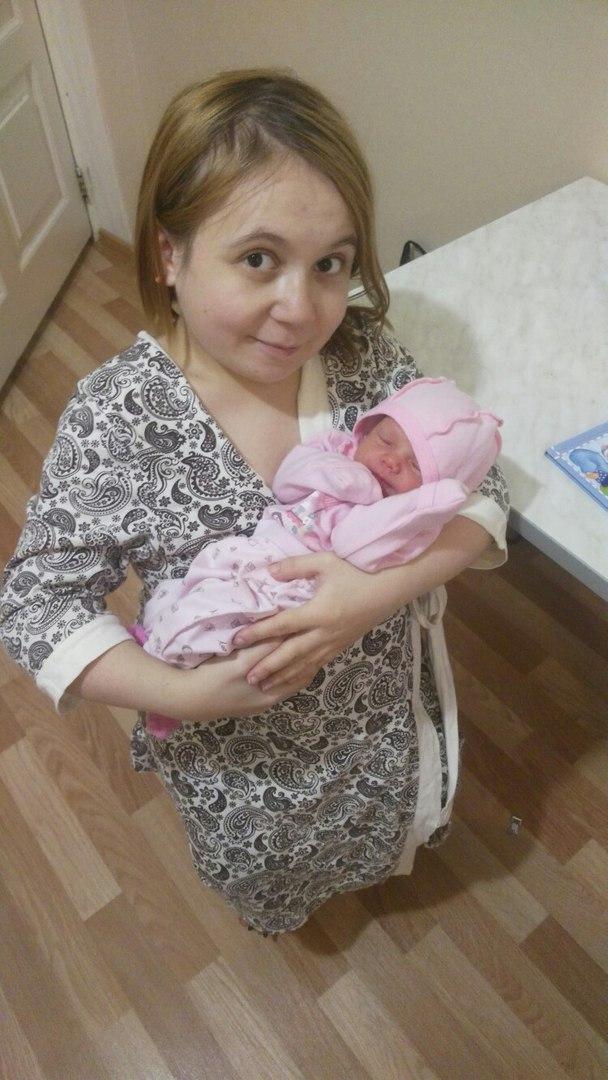 Лера с дочкой в роддоме