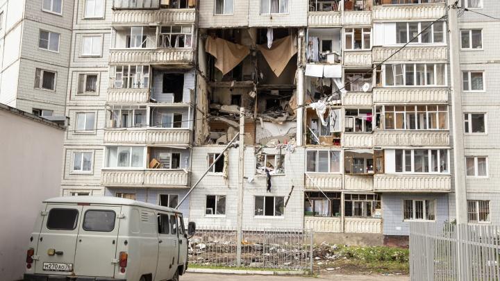 «Будут отселены»: жителей дома на улице Батова, где прогремел взрыв, просят вновь покинуть квартиры