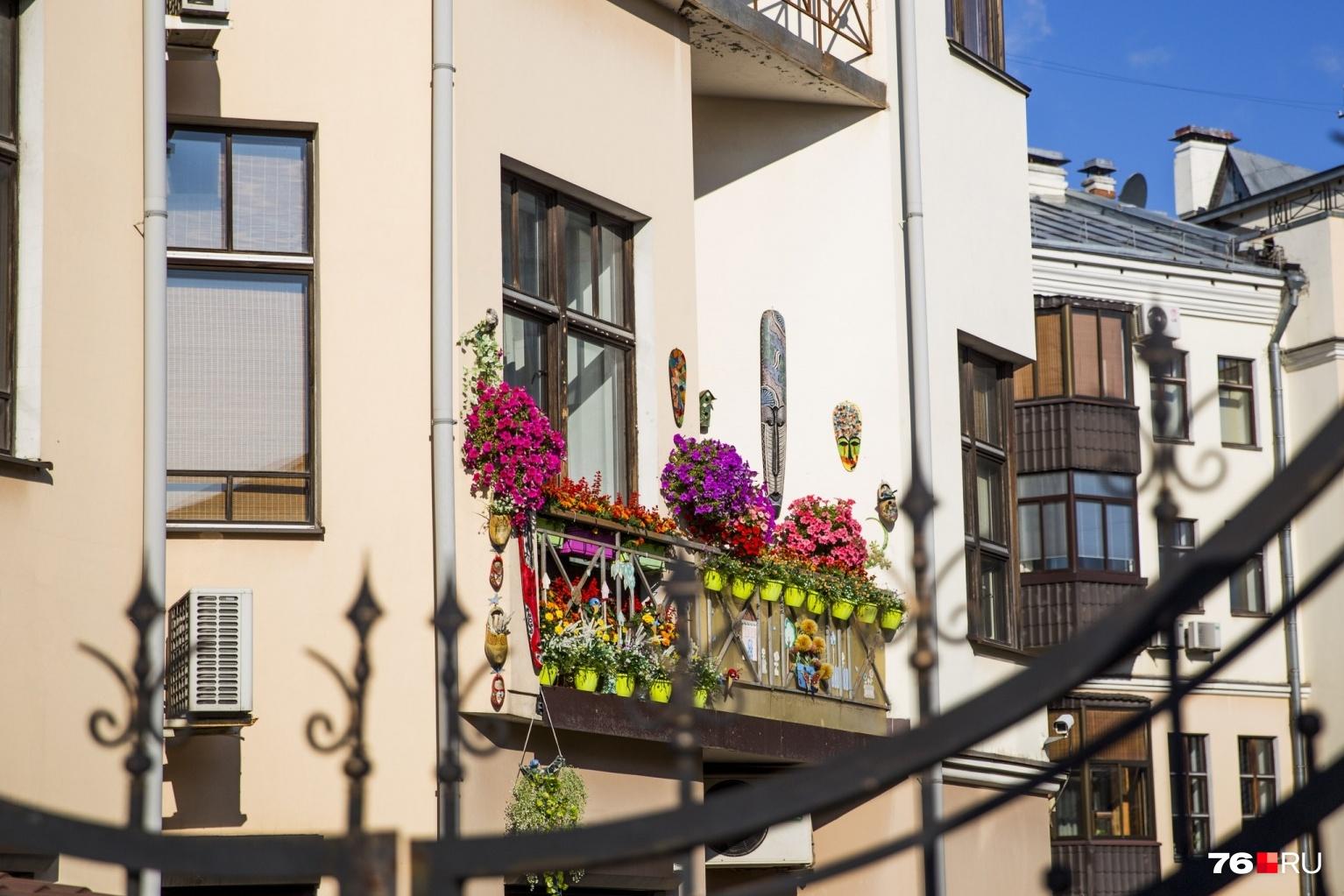 То, что снаружи вашей квартиры — уже общедомовая собственность<br>