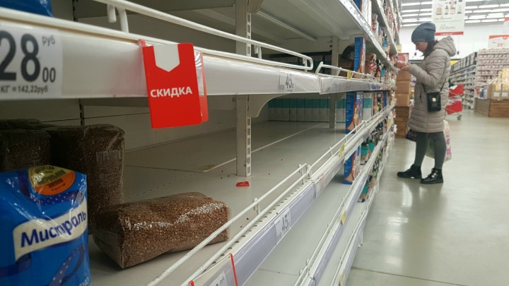 «Налет цивилизации оказался тоньше, чем предполагалось»: журналист — о больном интересе россиян к гречке и туалетной бумаге