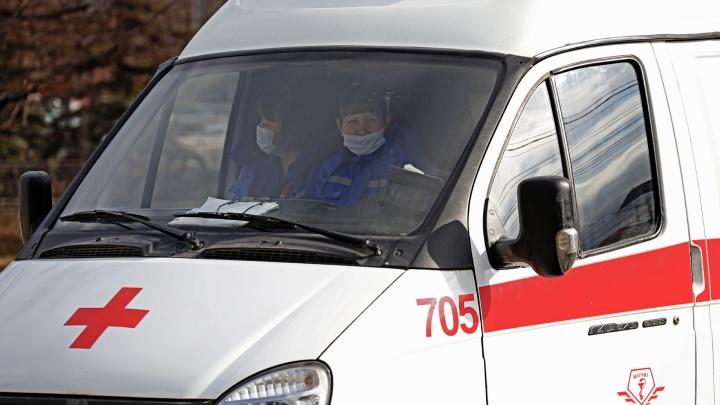 Фельдшер челябинской скорой госпитализирована с COVID-19. Сколько сейчас на больничном работников службы