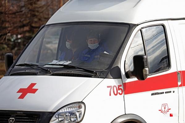 Сотрудники скорой помощи сейчас практически на каждом вызове рискуют столкнуться с коронавирусом