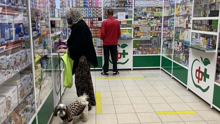 «Им скажут — начнут и мочу пить»: в аптеках Волгограда дефицит лекарств от ОРВИ и коронавируса