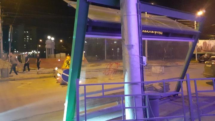 В Новосибирске демонтировали остановку «Депутатскую» — рассказываем, вернут ли её на место