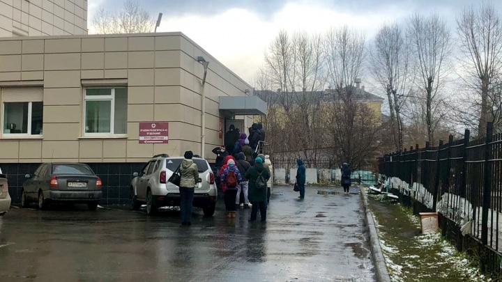 Евгений Куйвашев рассказал, как решают проблему с «вечной» очередью в 14-й больнице
