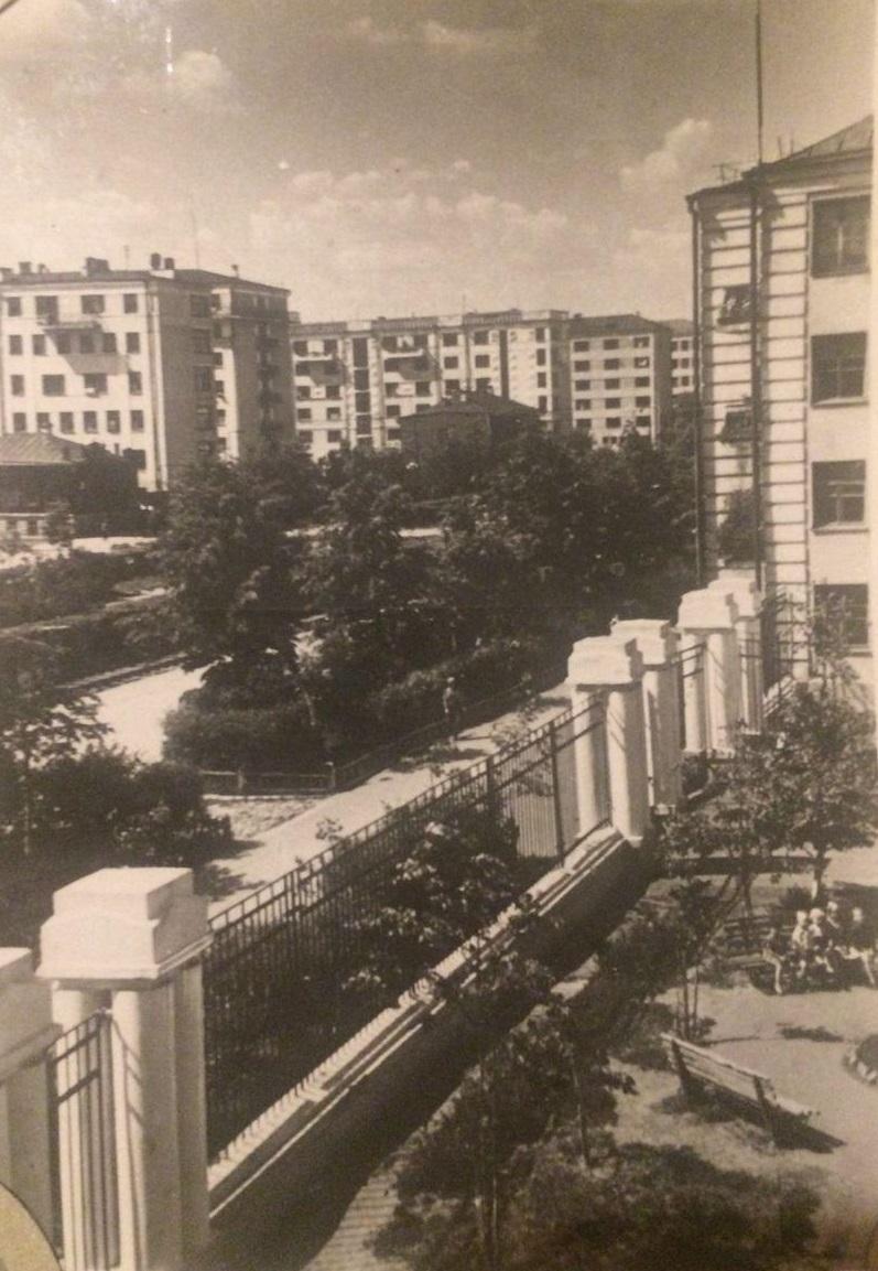 В старом Свердловске деревья были большими, а дома — не такими ветхими