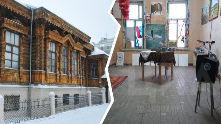 В Екатеринбурге продают квартиру без воды, канализации и отопления в памятнике XIX века: смотрим фото