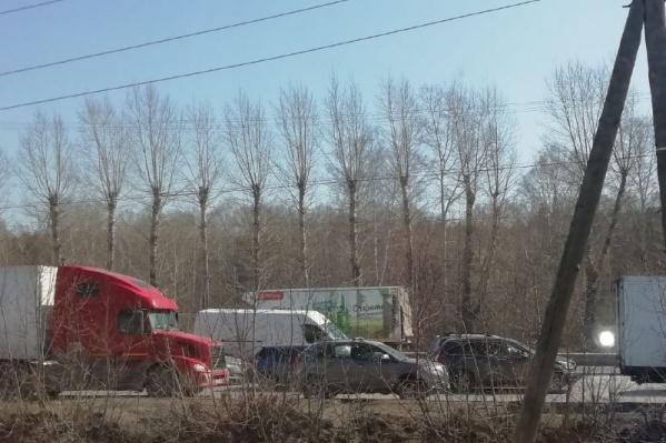 Участок от остановки «Звездная» до поворота на улицу Одоевского по направлению на выезд из города закрашен на карте бордовым