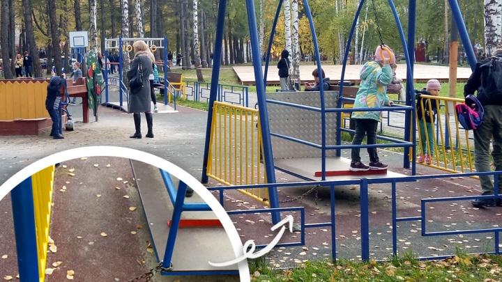 Для детей в инвалидных колясках в ЦПКиО есть специальная площадка. Но попасть на нее — тот еще квест