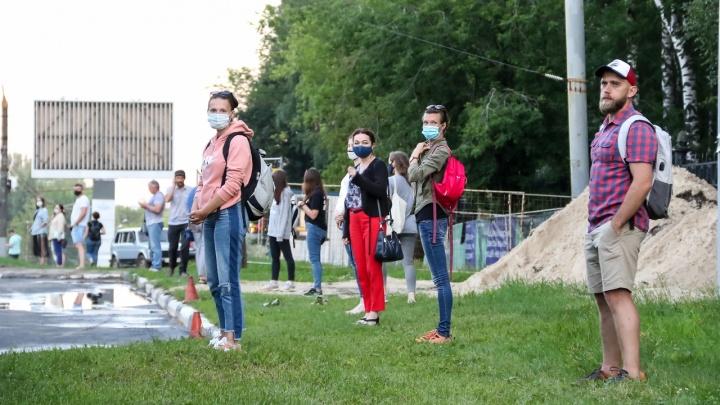 «Не нужна бетонная плита, чтобы почитать книгу»: нижегородцы вышли с фонариками защищать «Швейцарию»
