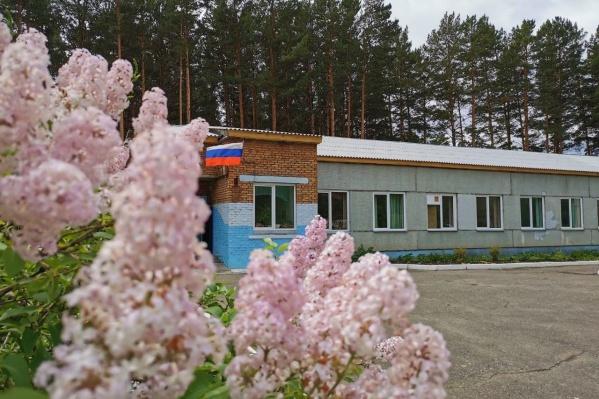 Реконструкцию школьной крыши международный аэропорт Красноярск выполнил меньше, чем за месяц