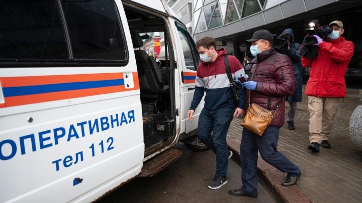 «Чтобы толпами не ходили»: в Волгограде чиновники вышли ловить горожан без перчаток и разрешений