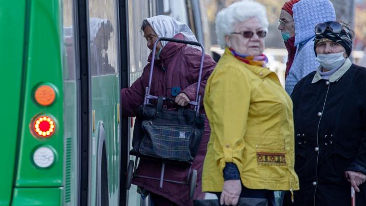 Есть ли давка в садовых маршрутах Челябинска? Смотрим фотографии и считаем пассажиров без масок