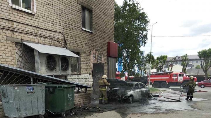Из-за автопожара на Ямской пострадал пятиэтажный дом