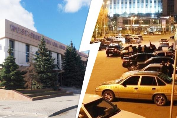У Технопарка большая и вместительная парковка, куда удобно приезжать на своих машинах. По вечерам на стоянке даже работают фуд-траки для тусовщиков