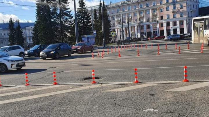 Площадь Волкова в Ярославле разделили столбиками: зачем они нужны